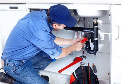 Interventi tecnici e riparazioni idrauliche su tubazioni allacciamenti riparazioni guasti